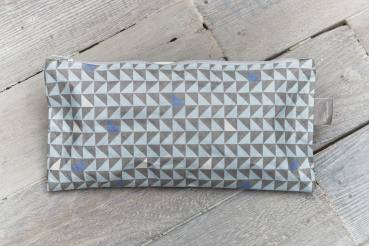 federmaeppchen-drei-ecken-blau-grau-gefuellt